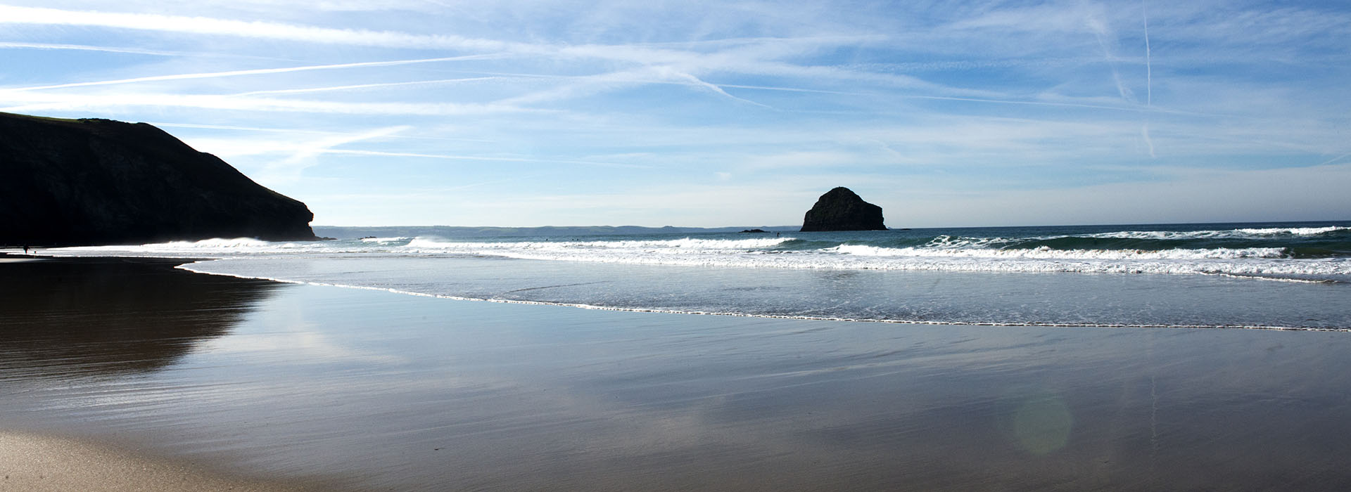 Trebarwith Strand, Cornwall with vapour trails in the sky